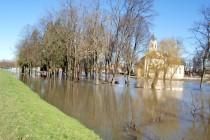 Posljednja četiri dana područje Grada Gline borilo se s poplavama zbog oborinskih voda ali i porasta vodostaja rijeke Gline, te spajanja vodotoka Kupe i Gline.