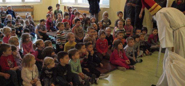 Sv. Nikola obišao Dječji vrtić Bubamara Glina i društveno-vatrogasni dom u Gornjoj Bučici