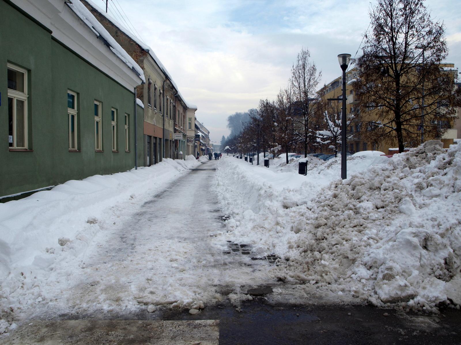 Čišćenje snijega sa gradskih javnih površina