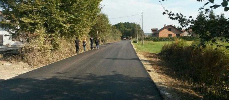 Nastavljaju se radovi na asfaltiranju cesta