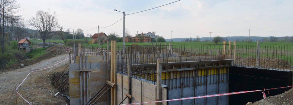 Privremeno zatvaranje ceste zbog asfaltiranja i izgradnje mosta u Zaloju i Gračenici Šišinečkoj