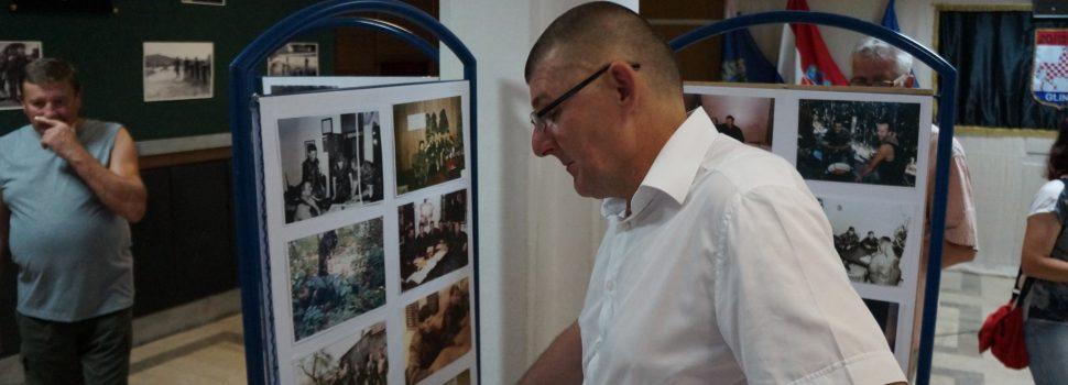 Svečano otvorena Izložba fotografija iz Domovinskog rata