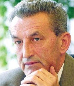 Stožerni general u mirovini Petar Stipetić proglašen je počasnim građaninom Grada Gline