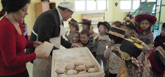 Snježni pokladni utorak razveselio je djecu i odrasle u Gradu Glini