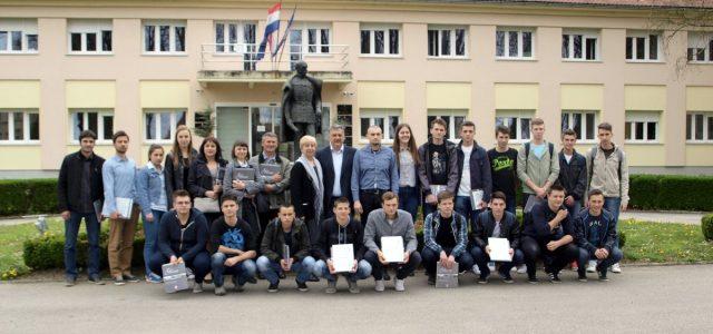 Pobjednici županijskog natjecanja Srednje škole Glina na prijemu kod gradonačelnika