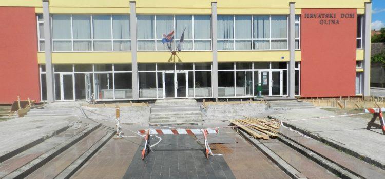 Obnova prilaza Hrvatskog doma u Glini