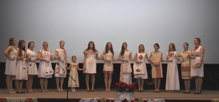 """Održana projekcija filma """"Od lana haljina tkana"""" i revija etno haljina"""