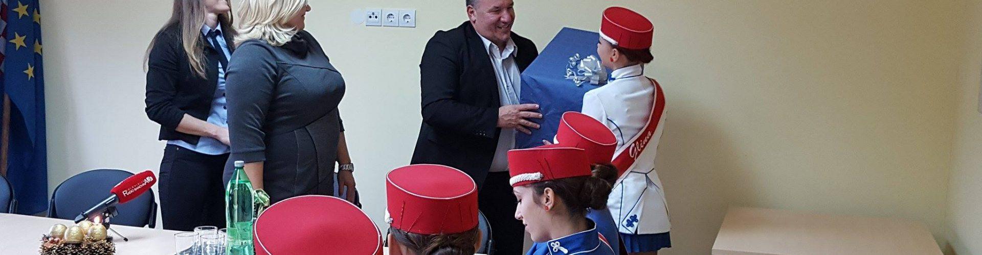 Glinske banice na prijemu kod gradonačelnika Kostanjevića