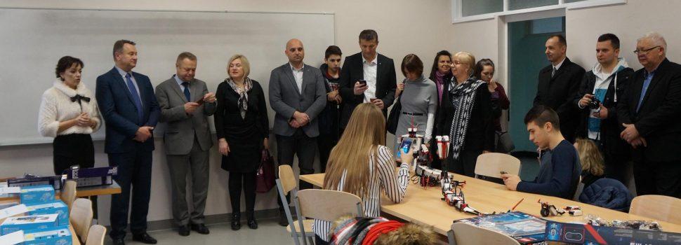 Obnovljene učionice, novi namještaj i vrijedna oprema u Srednjoj školi Glina