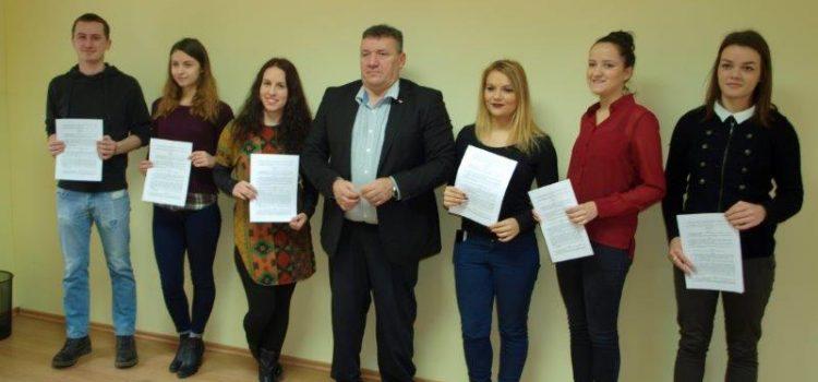 Svečano uručenje ugovora o stipendiranju studentima Grada Gline
