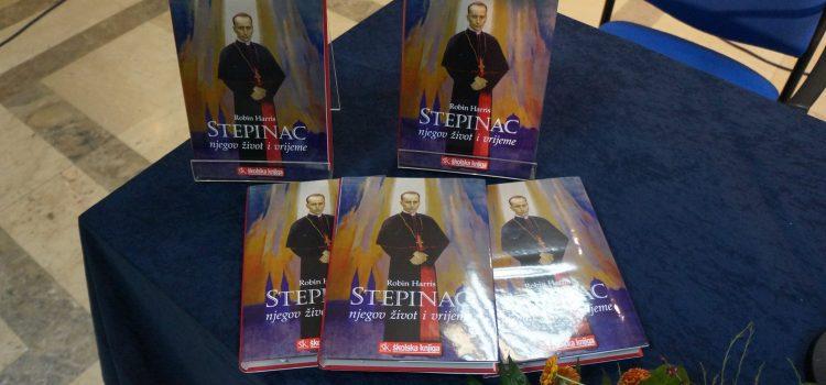 Dr. Robin Harris predstavio knjigu o blaženom Alojziju Stepincu u Glini