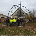 Replika starinskog bicikla kao turistička atrakcija postavljena u Glini