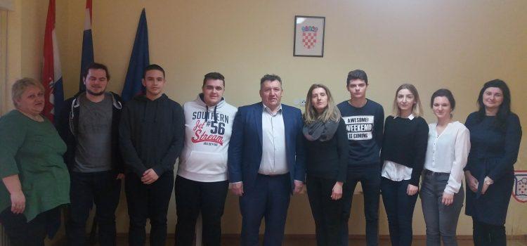 Novi stipendisti Grada Gline na prijemu kod gradonačelnika