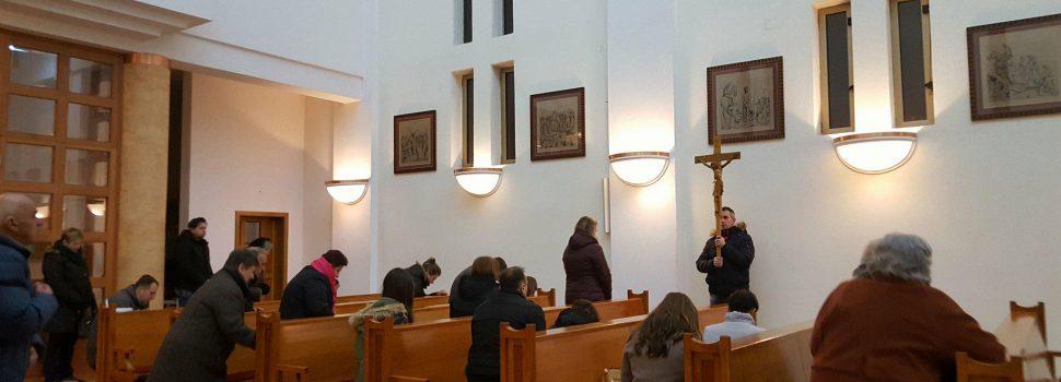 Gradonačelnik Stjepan Kostanjević na blagoslovu novog križnog puta u župi sv. Ivana Nepomuka