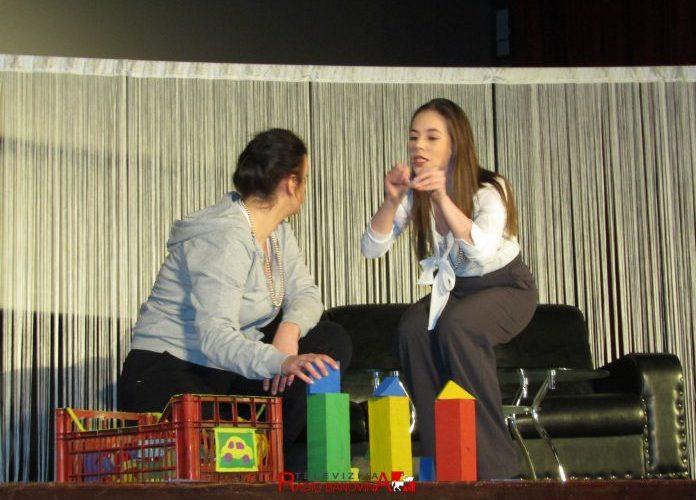 Odigrana predstava Olga i Lina u Glini