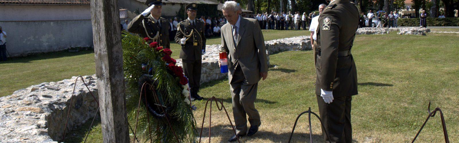 Preminuo počasni građanin Grada Gline, stožerni general Petar Stipetić