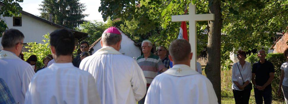 Bijeli križ istine postavljen i u Glini