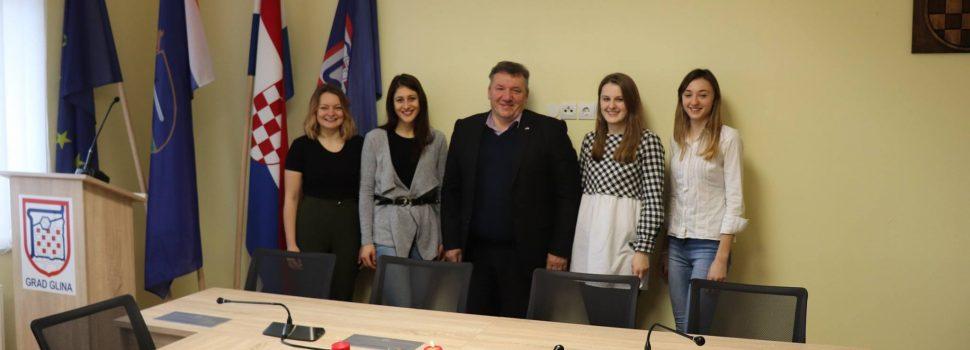 Novi stipendisti na prijemu kod gradonačelnika