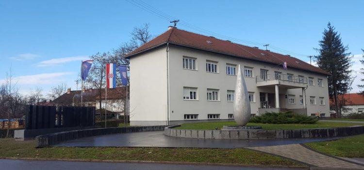 Dolazak predsjednice RH, Kolinde Grabar-Kitarović, na otkrivanje Spomen ploče s imenima žrtava Domovinskog rata