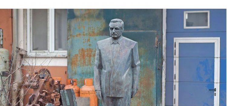 Glina dobiva najboljeg Tuđmana, napravio ga je autor spomenika Bruce Leeju