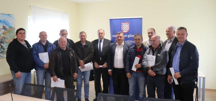 Potpisani ugovori o korištenju sredstava Grada Gline s braniteljskim i lovačkim udrugama